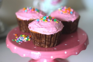 skinny cupcakes, low calorie cupcakes, low calorie funfetti cupcakes, diet friendly desserts, diet friendly cupcakes, low fat cupcakes, healthy cupcake recipe