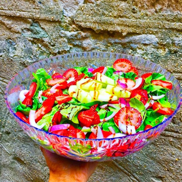 strawberry salad, strawberry spinach salad, summer salad recipe, cucumber salad, cucumber recipes, strawberry and cucumber spinach salad, spinach salad, healthy salad recipes